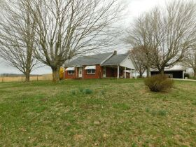 BARREN COUNTY BRICK HOME AND BUILDING SITE SELLING IN TWO TRACTS featured photo 1