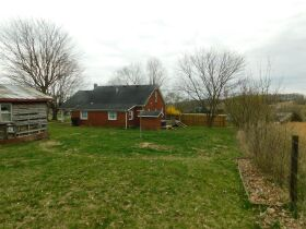 BARREN COUNTY BRICK HOME AND BUILDING SITE SELLING IN TWO TRACTS featured photo 2