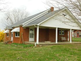 BARREN COUNTY BRICK HOME AND BUILDING SITE SELLING IN TWO TRACTS featured photo 3