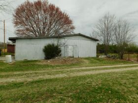 BARREN COUNTY BRICK HOME AND BUILDING SITE SELLING IN TWO TRACTS featured photo 6