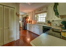 3 Bed | 3 Bath | Pool  RESERVE MET SELLING TO HIGHEST BIDDER featured photo 6