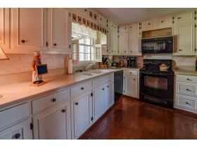 3 Bed | 3 Bath | Pool  RESERVE MET SELLING TO HIGHEST BIDDER featured photo 5