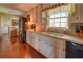 3 Bed | 3 Bath | Pool  RESERVE MET SELLING TO HIGHEST BIDDER featured photo 4