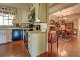 3 Bed | 3 Bath | Pool  RESERVE MET SELLING TO HIGHEST BIDDER featured photo 3