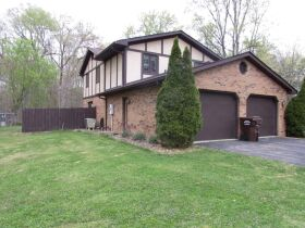 7775 N White Oak Acres Brazil, IN 47834 featured photo 2