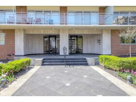 Rare 3 Bed Condo With Plaza Views Court Ordered Auction featured photo 3