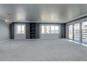 Rare 3 Bed Condo With Plaza Views Court Ordered Auction featured photo 4