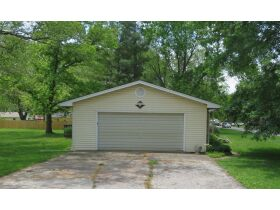 Home & Vacant Lot Auction - 208 Boone Ct., Hallsville, MO featured photo 4