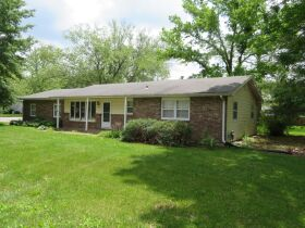 Home & Vacant Lot Auction - 208 Boone Ct., Hallsville, MO featured photo 2