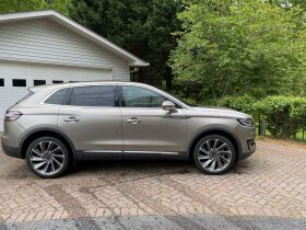 Like New | 2019 Lincoln Nautilus | Very Low Mileage featured photo 7