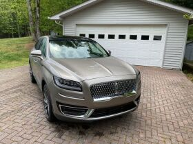 Like New | 2019 Lincoln Nautilus | Very Low Mileage featured photo 2