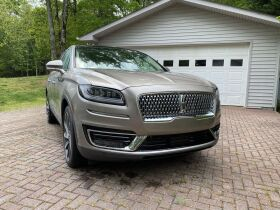 Like New | 2019 Lincoln Nautilus Reserve | Very Low Mileage featured photo 3