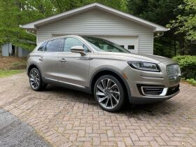 Like New | 2019 Lincoln Nautilus | Very Low Mileage featured photo 1