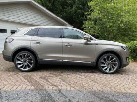 Like New | 2019 Lincoln Nautilus | Very Low Mileage featured photo 6