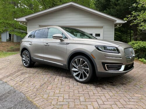 Like New | 2019 Lincoln Nautilus | Very Low Mileage featured photo