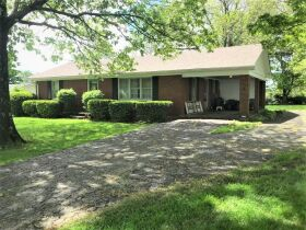 BRICK RANCH HOME ON LARGE LOT IDA HUTCHISON ESTATE WADDY, KY featured photo 1