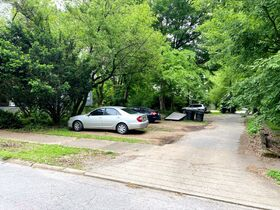 SELLING ABSOLUTE! Handyman Special 8-Unit Apartment Complex - Walk to MTSU and the Square! Auction June 10th featured photo 9