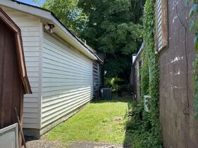 Commercial Building and Lot in Downtown Murfreesboro  Zoned Commercial Hwy - Auction June 24th featured photo 8