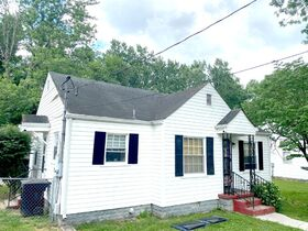 SELLING ABSOLUTE - Online Estate Auction featuring 2 BR Home in Downtown Murfreesboro at 411 4th Avenue featured photo 2