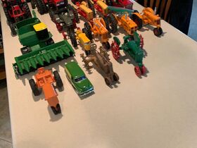Elliott Estate including John Deere 4000 tractor, farm toys and more! featured photo 7