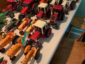Elliott Estate including John Deere 4000 tractor, farm toys and more! featured photo 8