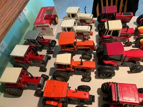 Elliott Estate including John Deere 4000 tractor, farm toys and more! featured photo 11