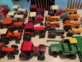 Elliott Estate including John Deere 4000 tractor, farm toys and more! featured photo 12