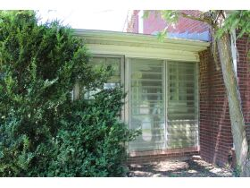1 ½ STORY BRICK HOME ON LARGE LOT - Online Bidding Only Ends Tues., July 13th @ 3:00 PM CDT featured photo 4