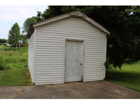 1 ½ STORY BRICK HOME ON LARGE LOT - Online Bidding Only Ends Tues., July 13th @ 3:00 PM CDT featured photo 8
