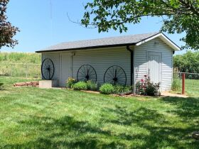 Very nice 3 bedroom home,  One level, located in Country Club, MO. featured photo 5