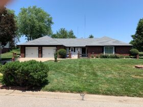 Very nice 3 bedroom home,  One level, located in Country Club, MO. featured photo 6