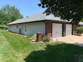Very nice 3 bedroom home,  One level, located in Country Club, MO. featured photo 7