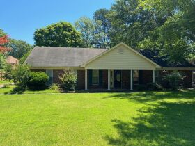 Well Maintained 3 Bedroom Germantown, TN Home featured photo 1