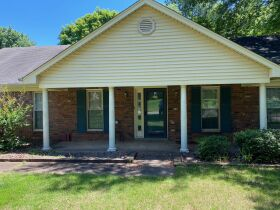 Well Maintained 3 Bedroom Germantown, TN Home featured photo 2
