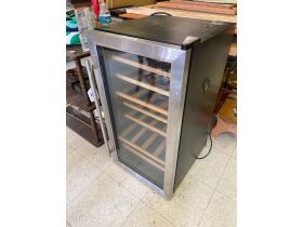 Home Decor, Furniture, Retail Displays, & More - Online Auction Poseyville, IN featured photo 5