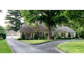 Gorgeous 3 Bed, 2 1/2 Bath French Provincial Home, Sells to High Bidder - Springfield, MO featured photo 5
