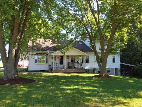 8.69 Acre Hobby Farm – Absolute Auction featured photo