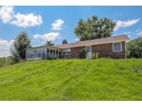 22 +/- Acre Country Home In Liberty Missouri Auction featured photo 4
