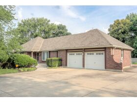 4 Bedroom Blue Springs Missouri Real Estate Auction featured photo 3