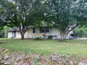 """SELLING ABSOLUTE! """"Handyman Special"""" 3 Bedroom, 2 Bath Home on Large Corner Lot - Auction July 29th featured photo 7"""