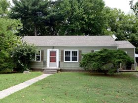 NOW SELLING ABSOLUTE! 3 Bedroom, 1 Bath Move-In Ready Home - Walk to MTSU - Online Auction ends August 19th featured photo 7