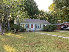 NOW SELLING ABSOLUTE! 3 Bedroom, 1 Bath Move-In Ready Home - Walk to MTSU - Online Auction ends August 19th featured photo 2