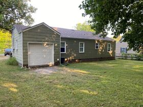 NOW SELLING ABSOLUTE! 3 Bedroom, 1 Bath Move-In Ready Home - Walk to MTSU - Online Auction ends August 19th featured photo 5