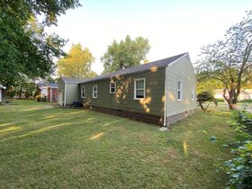 NOW SELLING ABSOLUTE! 3 Bedroom, 1 Bath Move-In Ready Home - Walk to MTSU - Online Auction ends August 19th featured photo 8