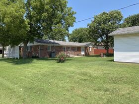 1303 N PLUM, WELLINGTON KS ~ Family Home with 2 Detached Garages featured photo 3