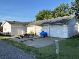 1303 N PLUM, WELLINGTON KS ~ Family Home with 2 Detached Garages featured photo 8