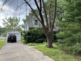 437 Jackson Parkway Springfield, IL 62704 - 2 BED/2 BATH featured photo 2