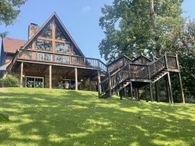 4 Bedroom/3 Bath House on Boone Lake featured photo 3