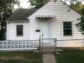 Pending--- Real Estate Listing- 1825 18th Street, Columbus, IN 47201 featured photo 1