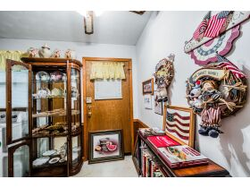 MAKE IT EASY AND FILL UP YOUR HOUSE BY BUYING THE CONTENTS OF EACH ROOM IN THIS AUCTION! featured photo 3